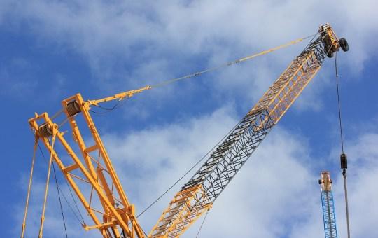 Construction crane lift