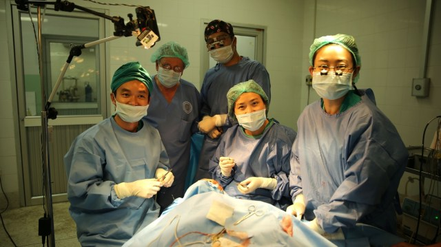 Dr Indara (far left) and the Thai surgeon team perform a surgery at Oudomxay Provincial Hospital