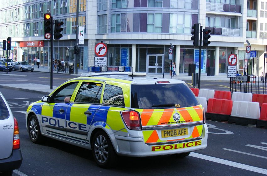 Five hurt in acid attack robberies in London, police say