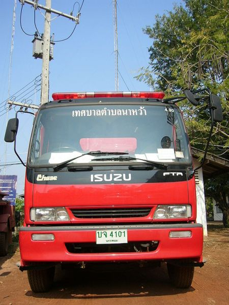 Chiang Rai officials rush to put out fires in Doi Pui Forest