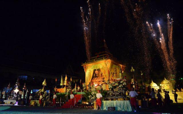 Thais make merit on Makha Bucha Day