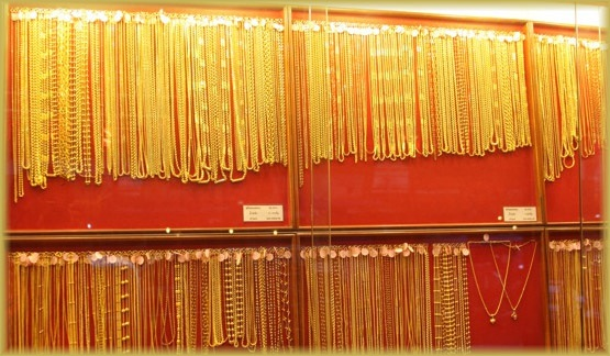 Swedish man suspected of stealing gold necklaces from Pattaya Gold Shop