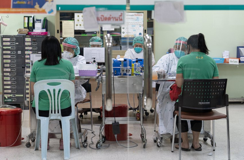 Healthcare staff at Bamrasnaradura Infectious Disease Institute in Nonthaburi during COVID-19 pandemic