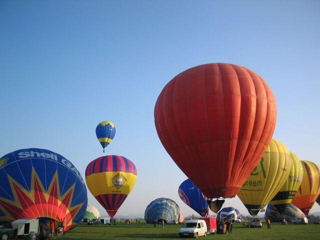 Four injured in balloon crash in Chon Buri