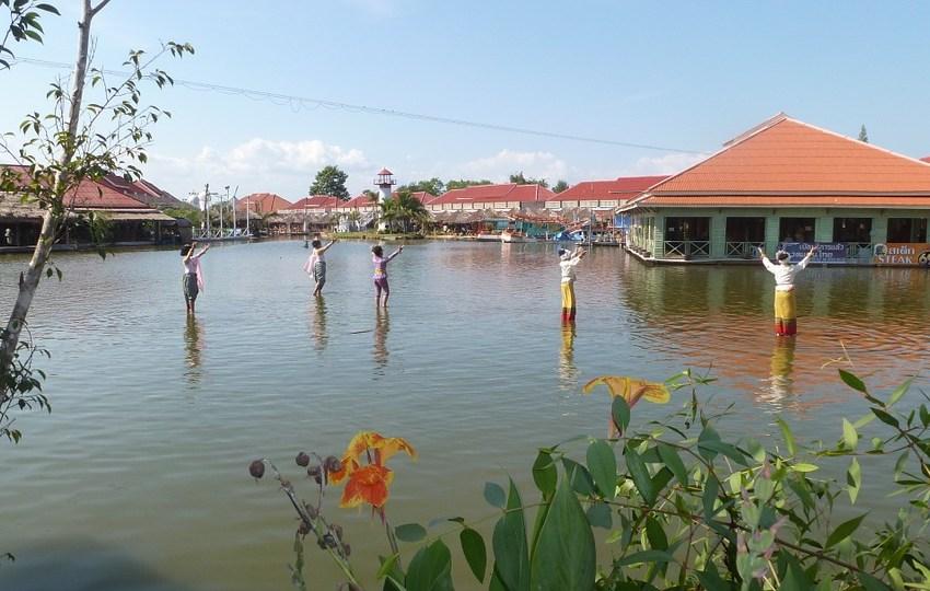 Floating market in Hua Hin