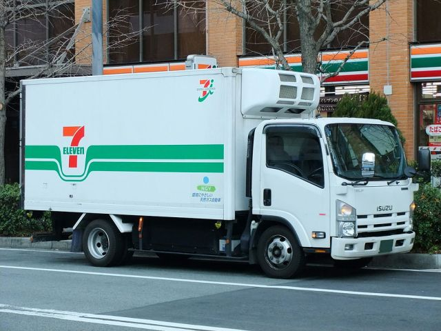 Woman safe after pinned under cab in 7-Eleven delivery truck flip