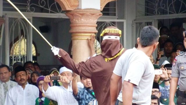 Indonesia: Aceh Province Canes 15 Outside Despite Pledge to Stop Public Display