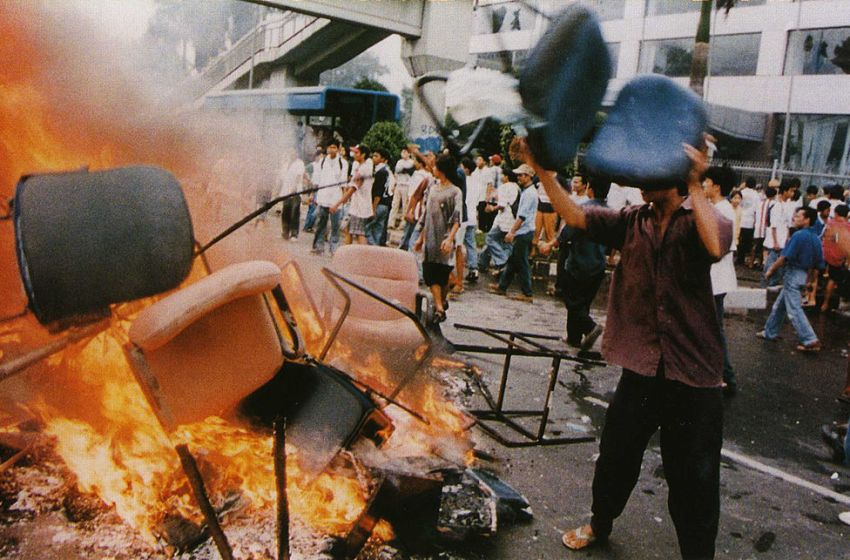 Shops looted and goods burned on the streets in Jakarta, Indonesia on 14 May