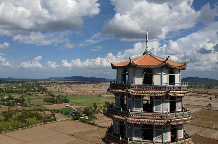 Wat Tham Sua Chinese style temple in Kanchanaburi