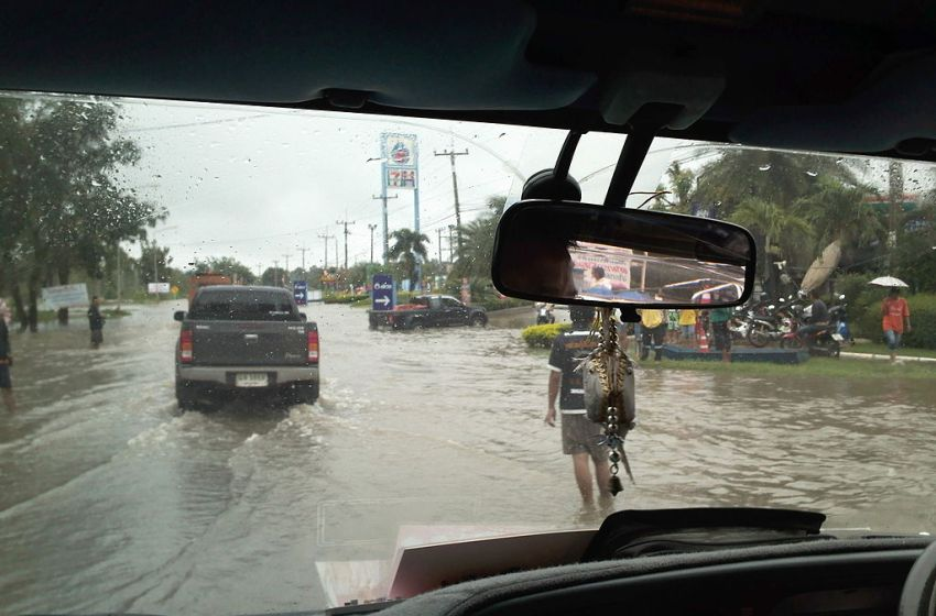 Endless night of rain leaves Korat downtown inundated