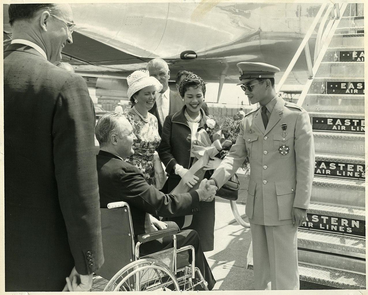 Thais across country commemorate late King Bhumibol Adulyadej birthday anniversary