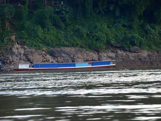 Smugglers dump 490kg of marijuana and flee in boat