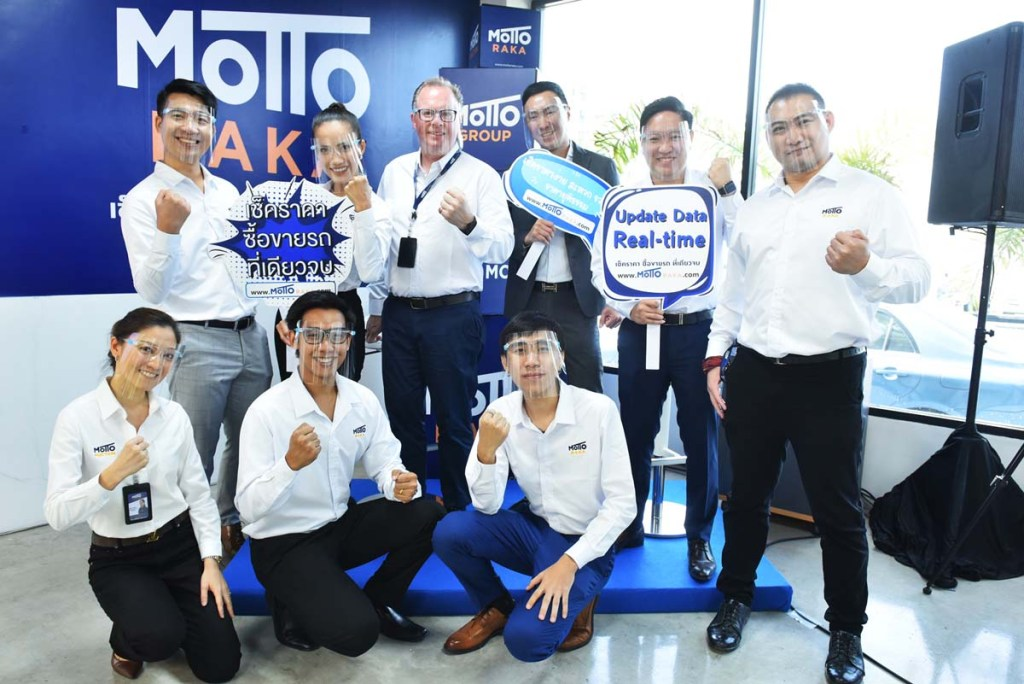 Photo shows: Mr. Simon Moran (3rd from left back row), CEO of Motto Group, together with his management team in introducing the first AI-driven data website in Thailand, Mottoraka.com, for both new and second hand vehicle market in new normal era.