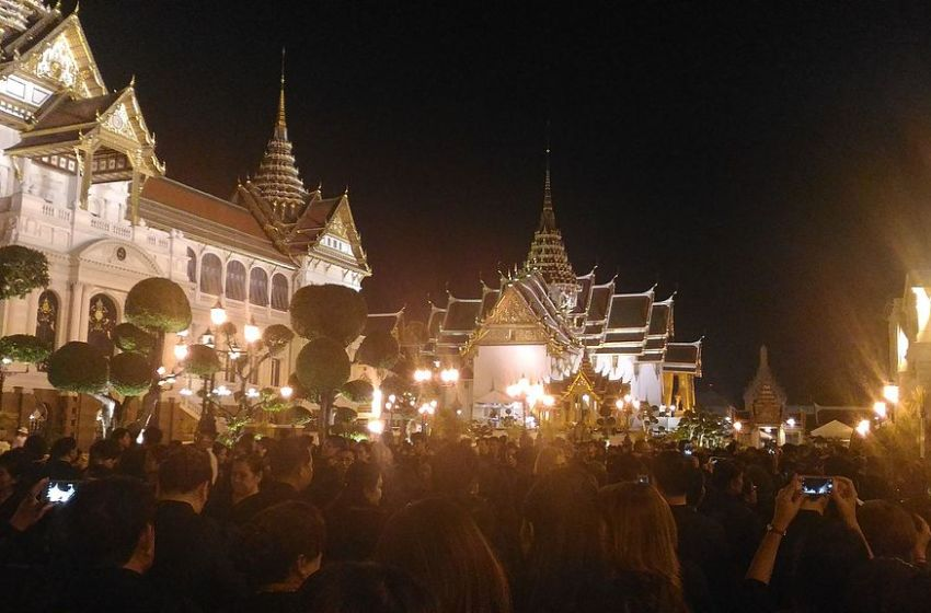 Mourners paying respects to HM King Bhumibol Adulyadej
