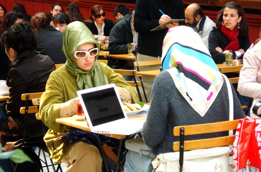 Austrian FM pushes for Islamic headscarf ban for all public servants