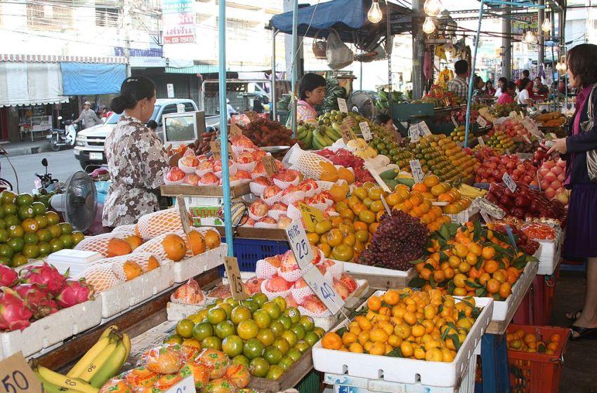 Thai man refusing to wear mask at Naklua market goes viral
