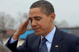 Barack Hussein Obama salutes at Andrews Air Force Base