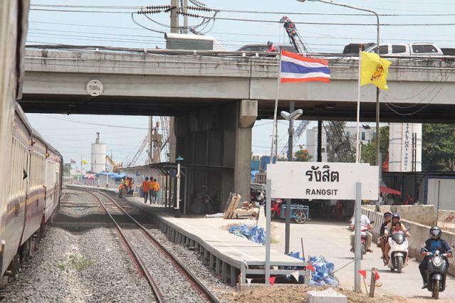 Bangkok-bound passenger train runs over man lying on tracks