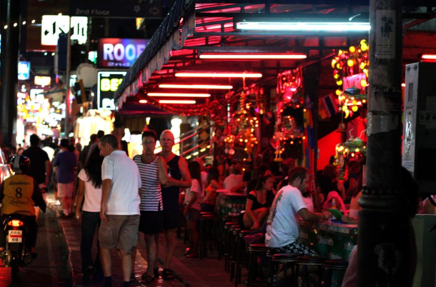 Tourist covered in blood claims was attacked at a beer bar in Jomtien