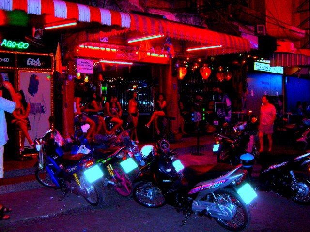 Chinese tourist injured in Pattaya bar brawl