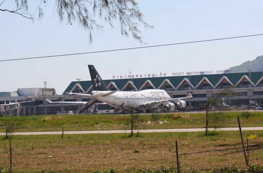 Star Alliance Boeing 747 at Phuket Airport