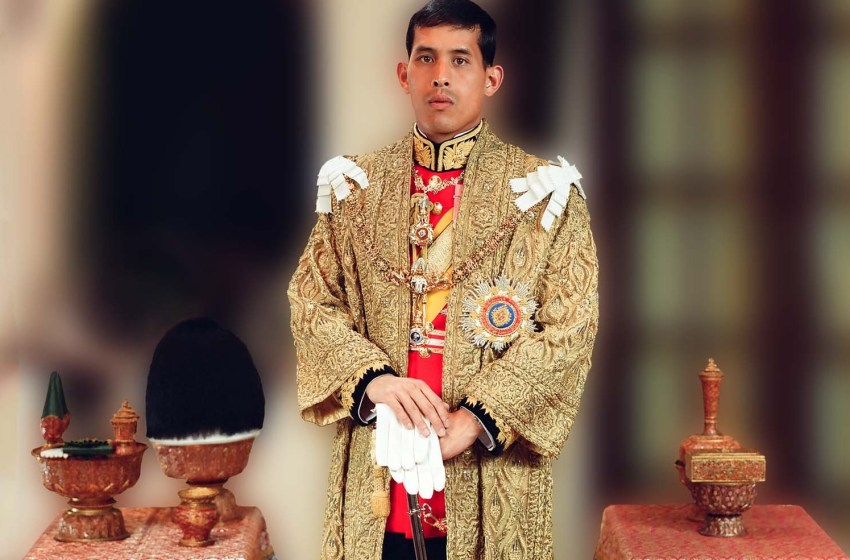 Prayut leads central alms giving ceremony celebrating HM King's birthday