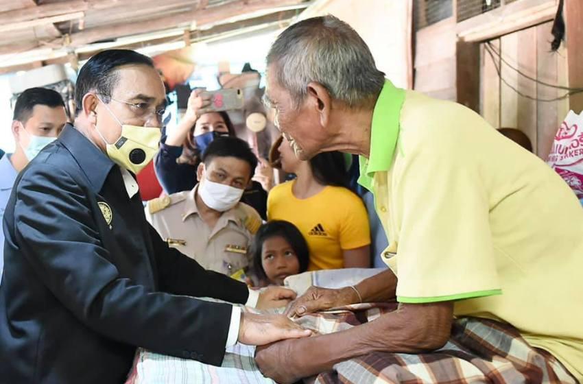 Prayut meets Nakhon Si Thammarat flood victims