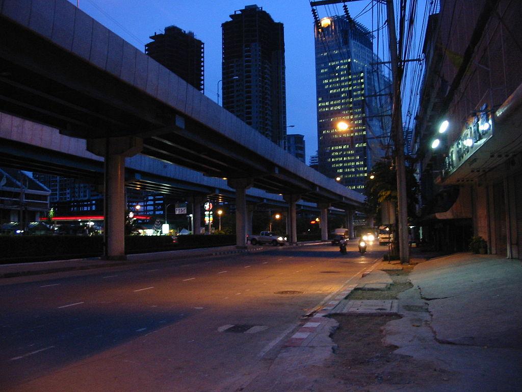 Thanon Rama III Bangkok at night