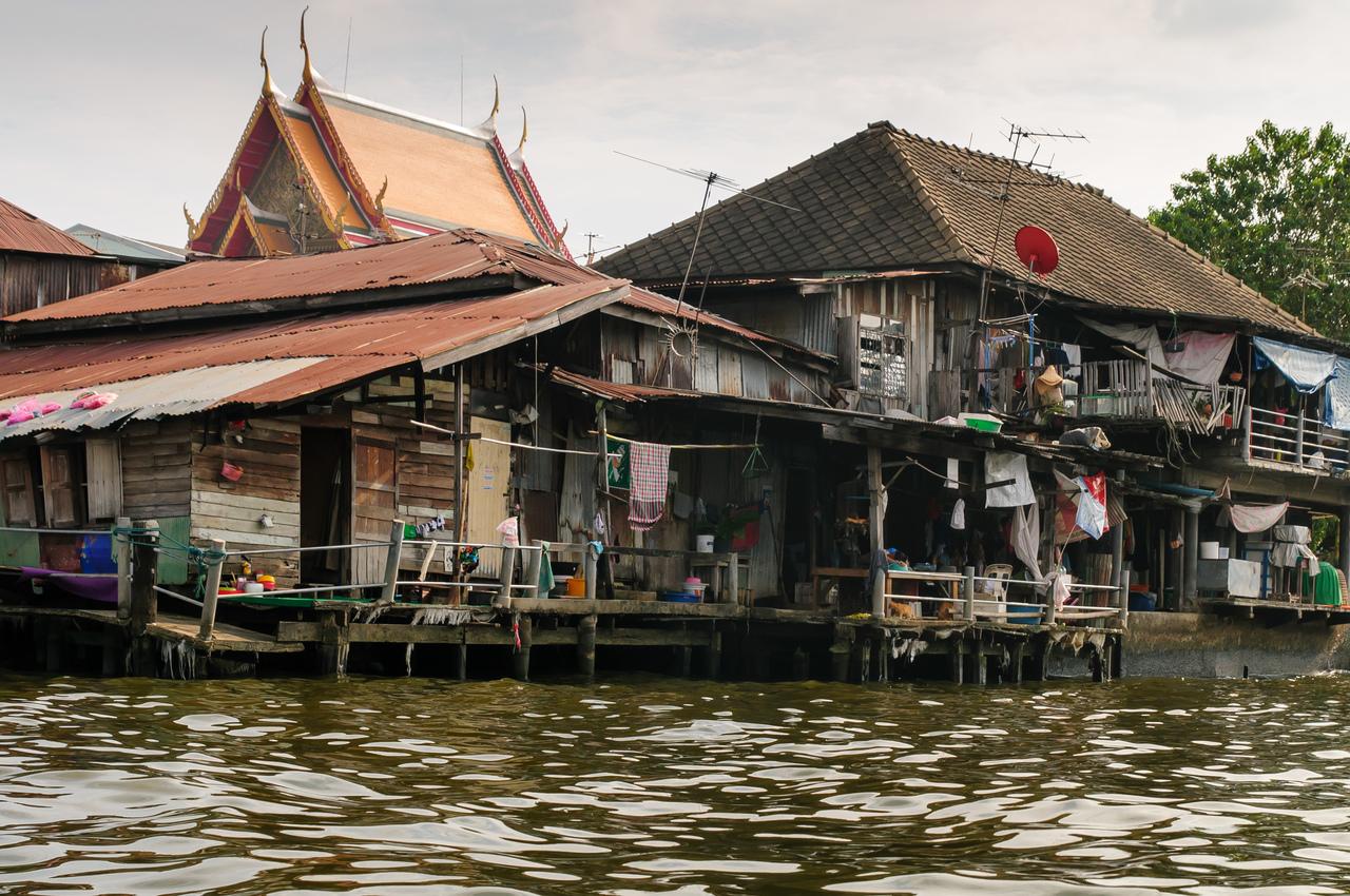Nonthaburi riverside restaurant succeeds thanks to floods