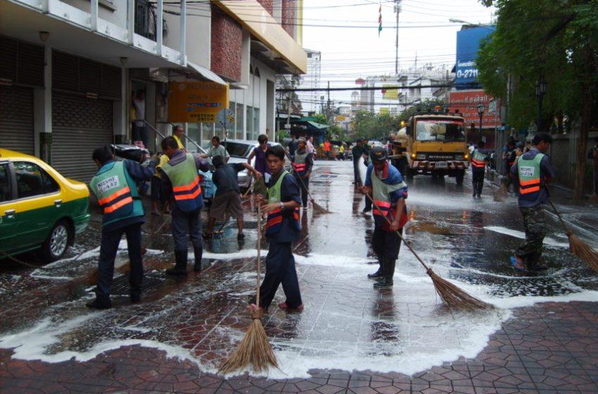 Street cleaners in Bangkok