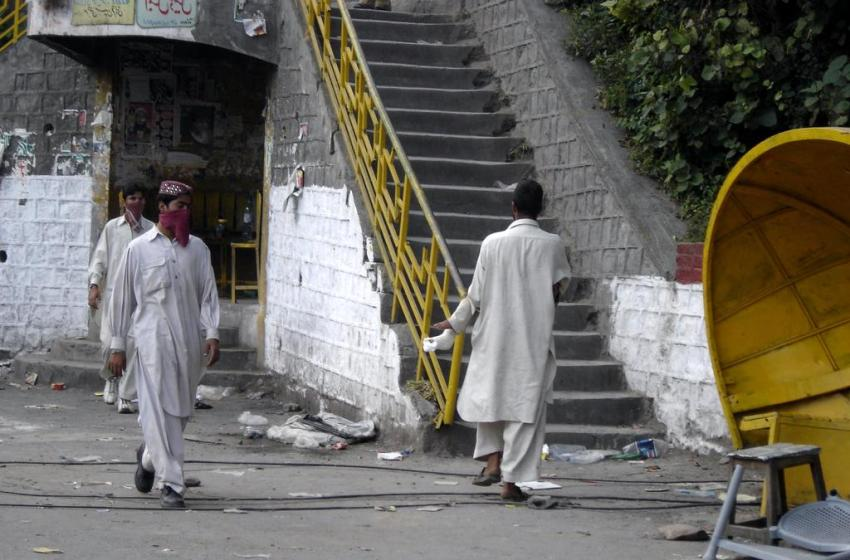 At Least 30 Killed as Suicide Bomber Tries to Enter Polling Station in Pakistan Quetta