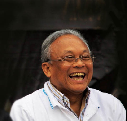 Protest leader Suthep performing Gangnam style funny video