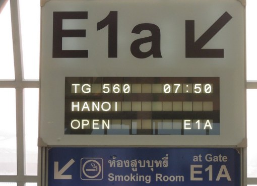 Gate E1A and Smooking Room sign at Suvarnabhumi Airport