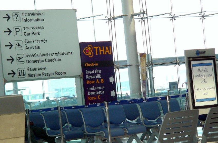 Suvarnabhumi Airport gate signs