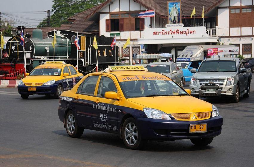 Elderly couple killed, girl injured in family car crash in Phitsanulok