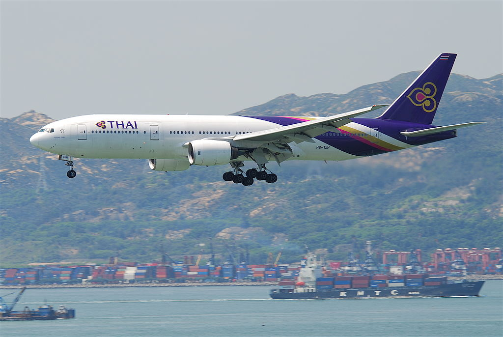 Thai Airways Boeing 747-4D7 landing at Hong Kong airport
