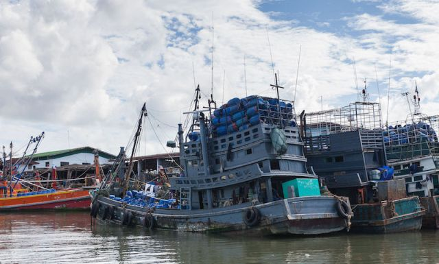 Navy arrests Vietnamese fishing vessels trespassing in Gulf of Thailand
