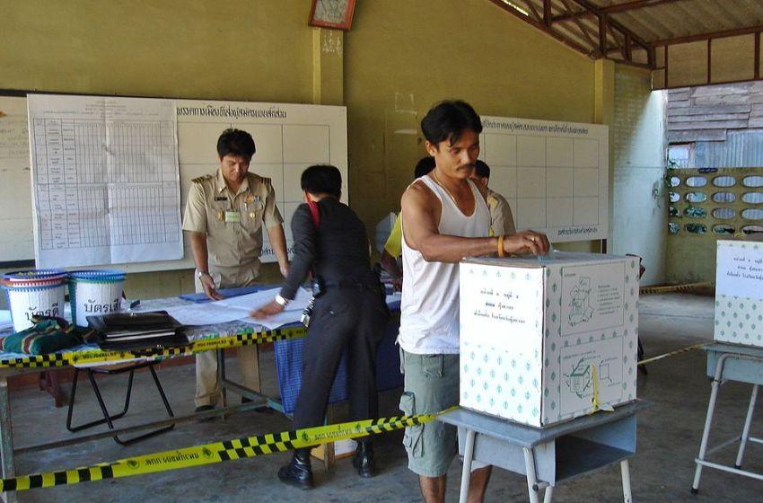 Polling station in Uttaradit Province
