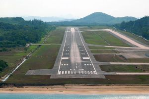 Tourists urged to stay off airport's 'selfie runway'