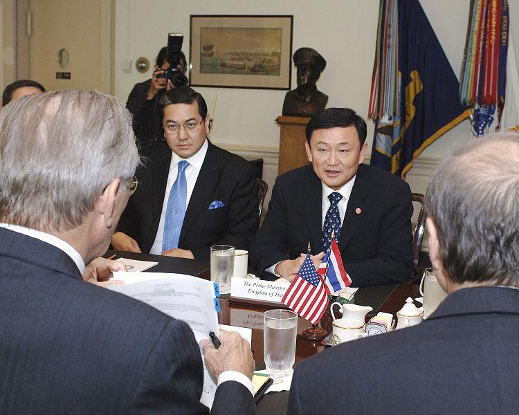 Thaksin Shinawatra meets with Secretary of Defense Donald Rumsfeld