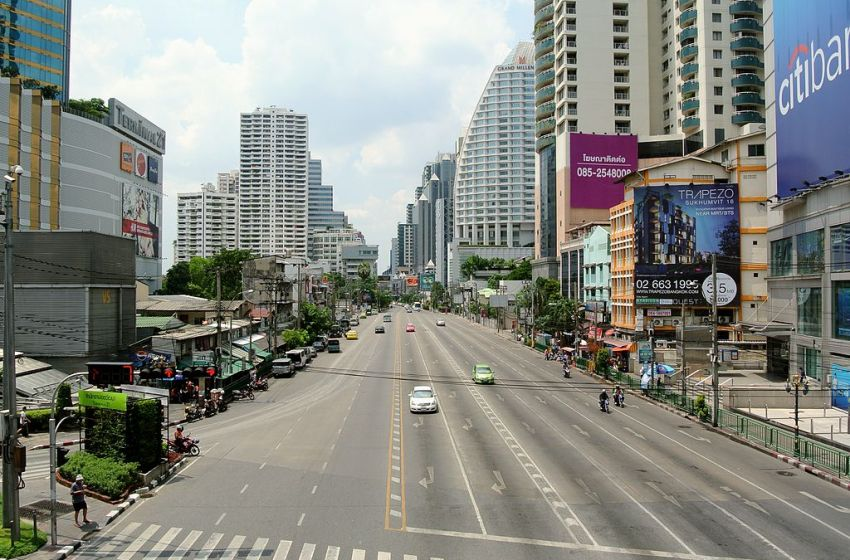 Truck crushes cyclist in Bangkok, leg severed