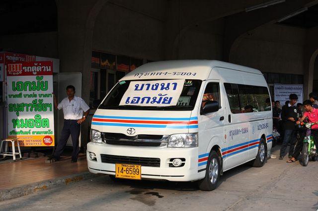 Pattaya van driver crushed between door and pole
