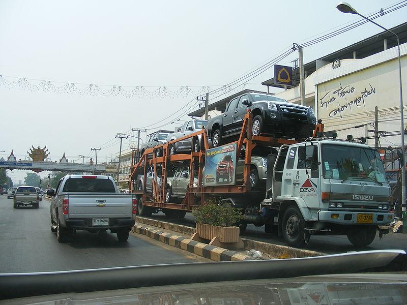 Isuzu truck carries Isuzu D-Max pickup trucks
