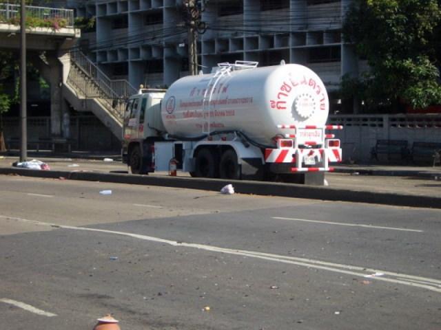 LPG Tanker Crashes and Spills Load