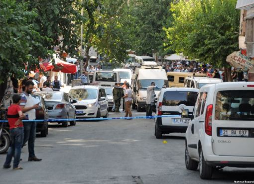 The Turkish police conduct raids on terrorist suspects