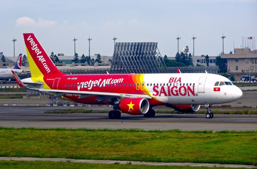 Vietjet issues statement over COVID passenger on Phuket flight