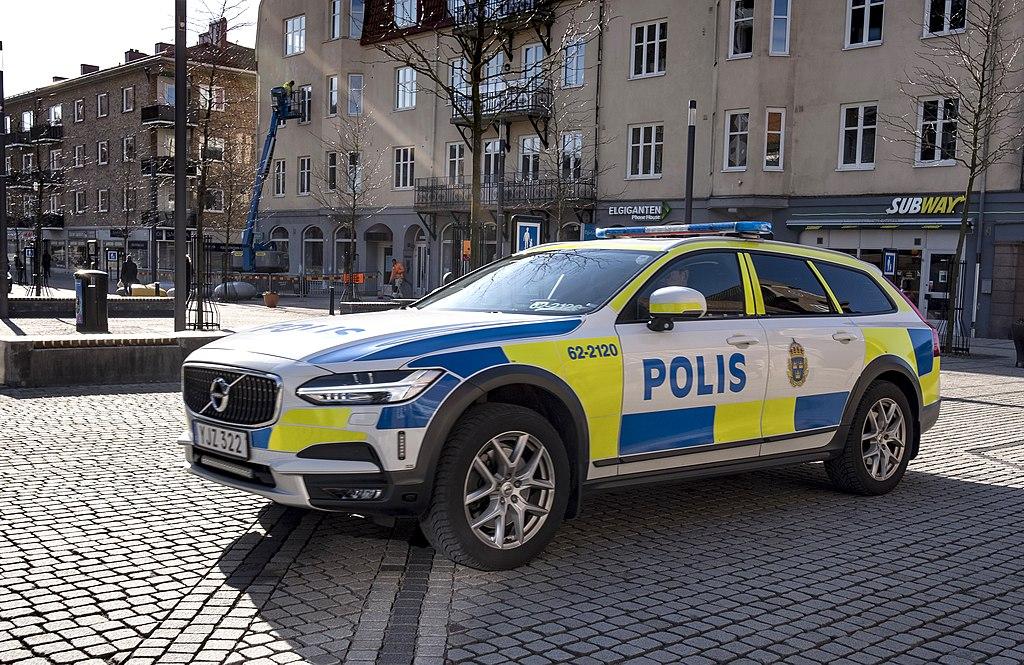Volvo XC90 police car in Sweden