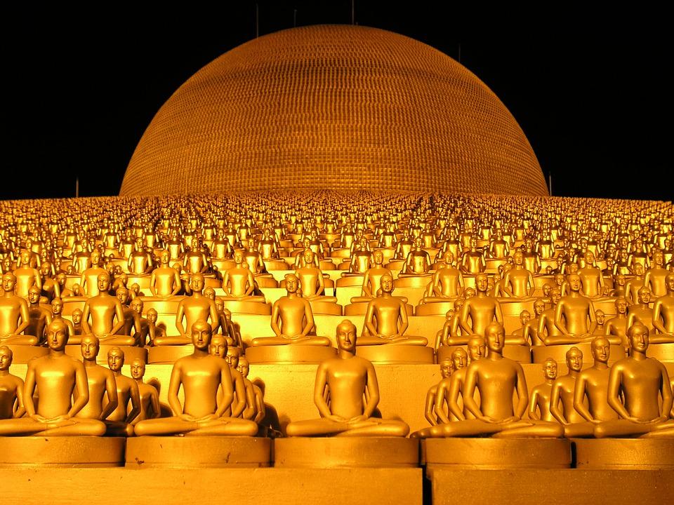 Dhammakaya temple spokesman surrenders