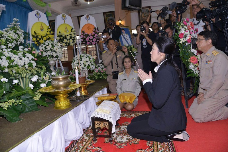 Yingluck Shinawatra praying