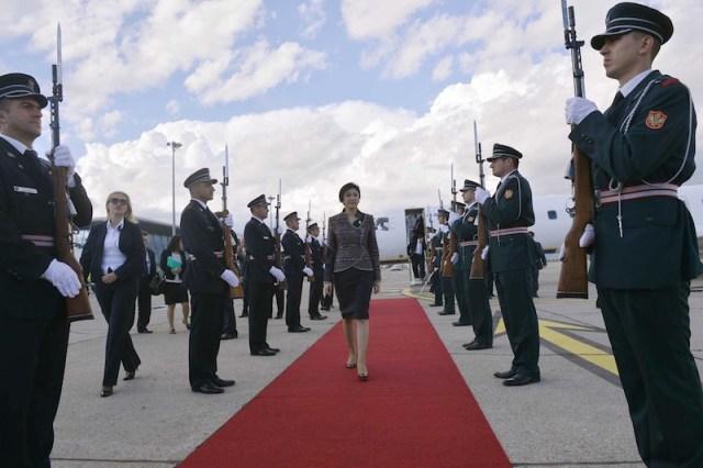 Thai PM Yingluck Shinawatra meets the Pope Francis